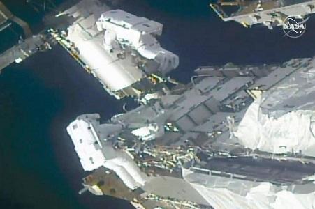 Spacewalking astronauts prepare station for new solar wings - SatelliteProME.com